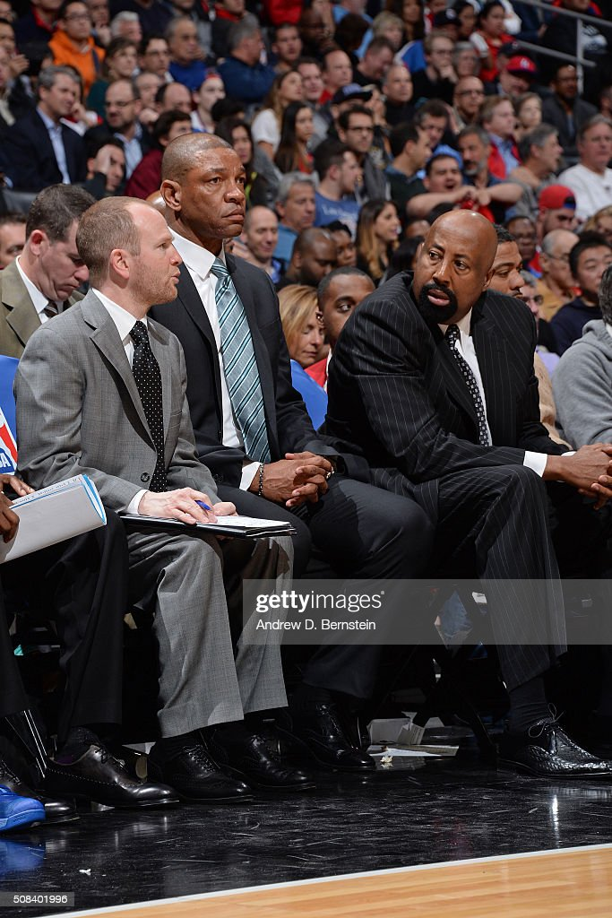 Lawrence Frank Doc Rivers and Mike Woodson of the Los Angeles Clippers talk on the bench during the game against the Minnesota Timberwolves at...