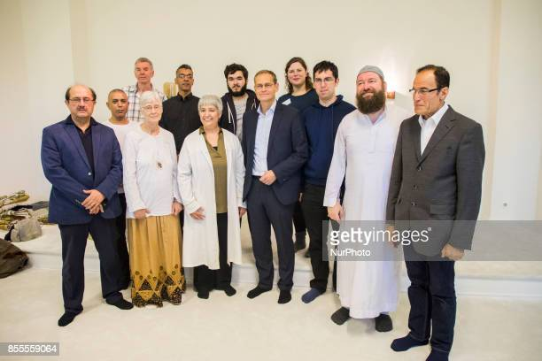 Lawyer and women right activist Seyran Ates and community members pose for a picture with Berlin's Mayor Michael Mueller during his visit to the...