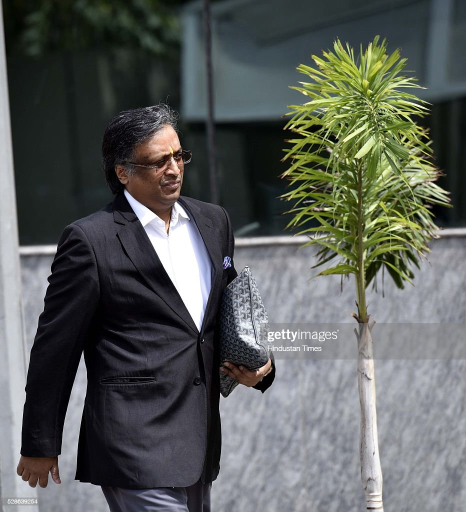 Lawyer Gautam Khaitan, an accused in the AgustaWestland case outside CBI office on May 6, 2016 in New Delhi, India. India signed a contract to purchase 12 AgustaWestland AW101 helicopters for Rs. 3,600 crores in February 2010 for the Communication Squadron of Indian Air Force, to carry the President, PM and other VVIPs. The deal was scrapped in 2013 after the arrest of Giuseppe Orsi, CEO of Finmeccanica, parent company of AgustaWestland, on charges of Bribing Indian officials for the deal.