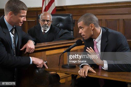 は弁護士、疑わしい、疑念