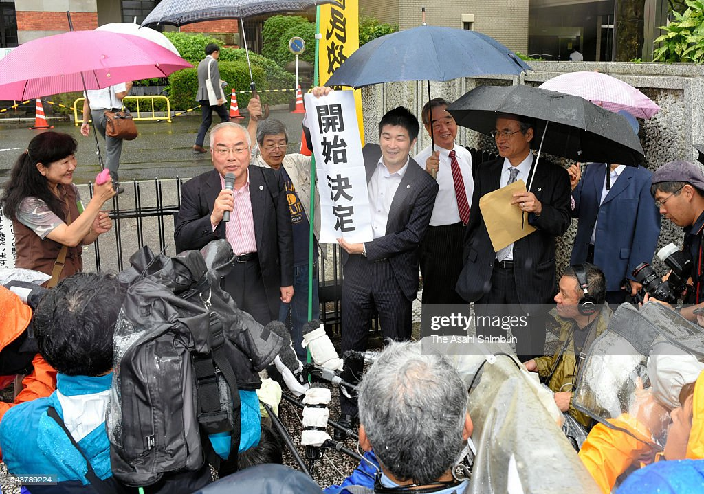 Lawyers and supporters of 83-year-old Koki Miyata celebrate after the Kumamoto District Court decided to retry him on June 30, 2016 in Kumamoto, Japan. Miyata appealed for retrial in 2012, after served 13 years in prison.