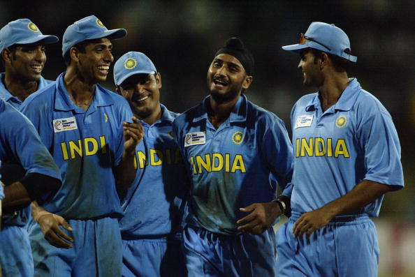 VVS Laxman, Ashish Nehra, Virender Sehwag, Harbhajan Singh and Dinesh Mongia of India celebrate victory : News Photo