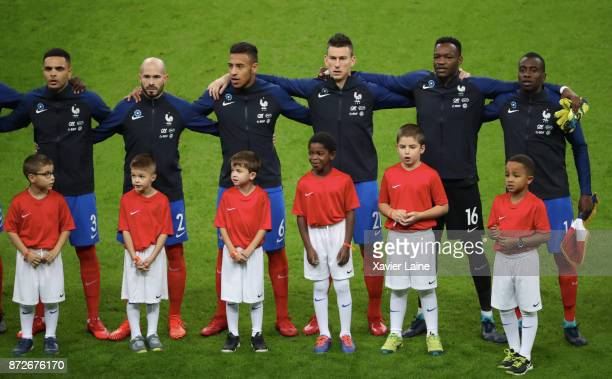 PARIS FRANCE NOVEMBER Layvin Kurzawa Christophe Jallet Corentin Tolisso Laurent Koscielny Steve Mandanda and Captain Blaise Matuidi of France pose...