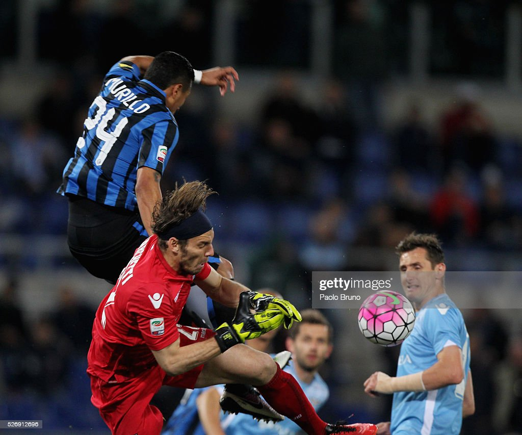 SS Lazio goalkeeper Federico Marchetti competes for the ball with Jeison Murillo of FC Internazionale Milano during the Serie A match between SS Lazio and FC Internazionale Milano at Stadio Olimpico on May 1, 2016 in Rome, Italy.