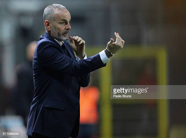 Lazio head coach Stefano Pioli gestures during the Serie A match Frosinone Calcio and SS Lazio at Stadio Matusa on February 21 2016 in Frosinone Italy