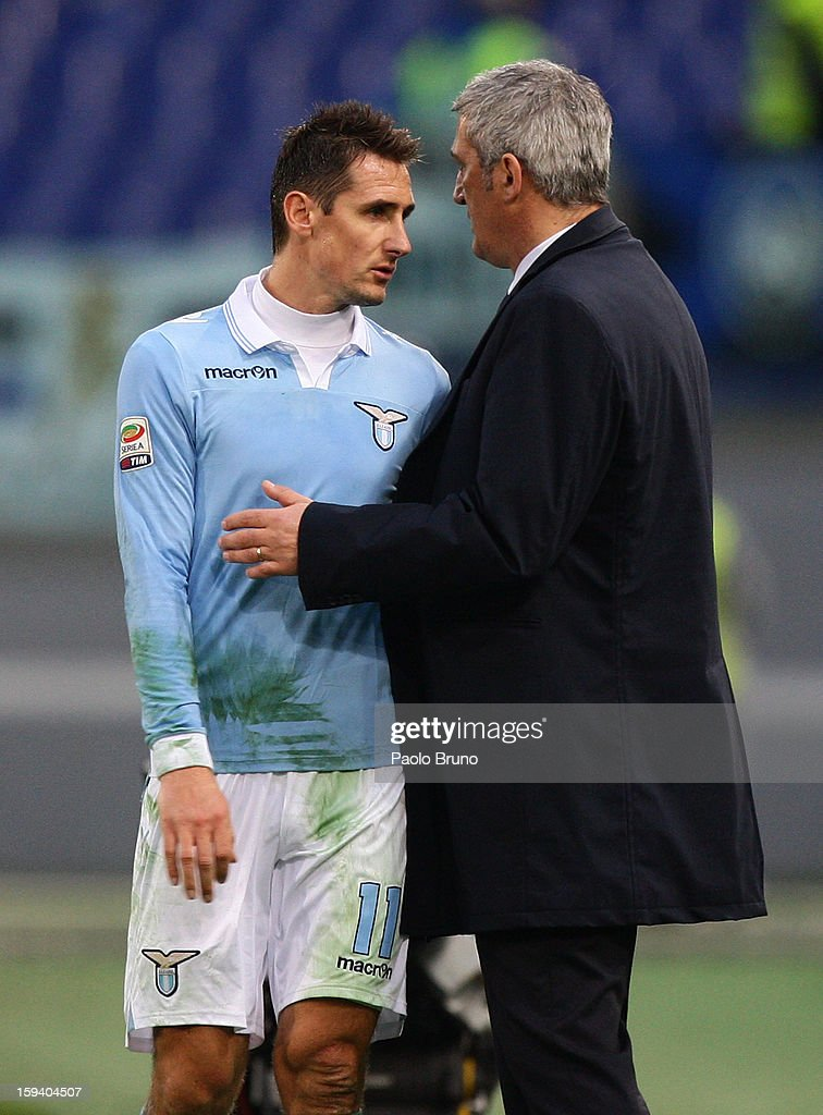 S.S. Lazio head coach Vladimir Petkovic (R) speaks to <a gi-track='captionPersonalityLinkClicked' href=/galleries/search?phrase=Miroslav+Klose&family=editorial&specificpeople=206489 ng-click='$event.stopPropagation()'>Miroslav Klose</a> during the Serie A match between S.S. Lazio and Atalanta BC at Stadio Olimpico on January 13, 2013 in Rome, Italy.