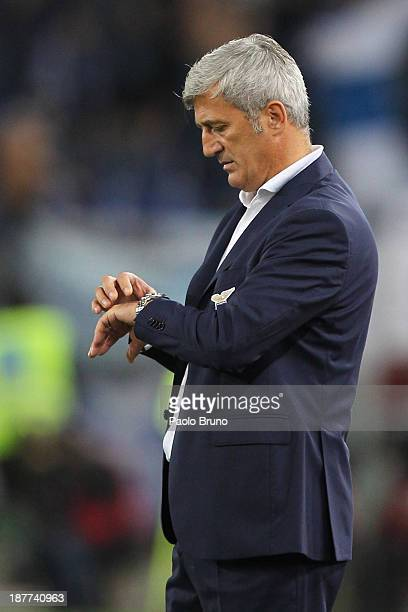 Lazio head coach Vladimir Petkovic watches the clock during the UEFA Europa League Group J match between SS Lazio and Apollon Limassol FC at Stadio...