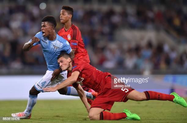FUSSBALL CHAMPIONS Lazio Rom Bayer 04 Leverkusen Balde Diao Keita kann Kyriakos Papadopoulos enteilen