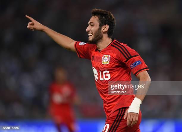 FUSSBALL CHAMPIONS Lazio Rom Bayer 04 Leverkusen Hakan Calhanoglu bejubelt seinen Tor zu früh Der Schiedsrichter hat es aberkannt