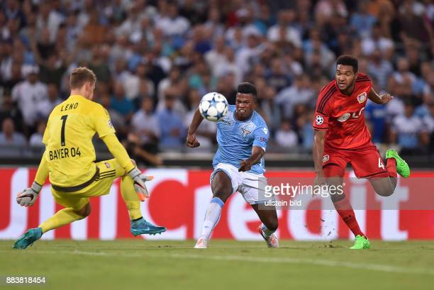 FUSSBALL CHAMPIONS Lazio Rom Bayer 04 Leverkusen Torwart Bernd Leno und Jonathan Tah gegen Balde Diao Keita