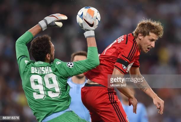 FUSSBALL CHAMPIONS Lazio Rom Bayer 04 Leverkusen Torwart Etrit Berisha gegen Stefan Kiessling