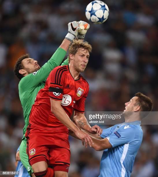 FUSSBALL CHAMPIONS Lazio Rom Bayer 04 Leverkusen Torwart Etrit Berisha und Stefan de Vrij gegen Stefan Kiessling