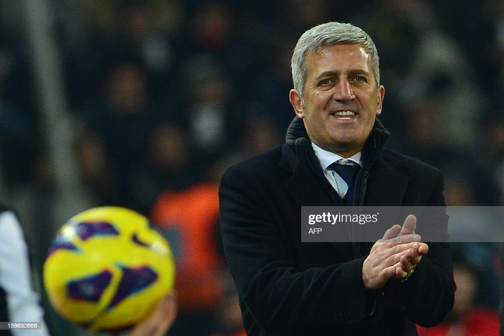 Lazio's Bosnian coach Vladimir Petkovic gestures during the TIM CUP football match between Juventus and Lazio at the 'Juventus Stadium' in Turin on January 22, 2013.