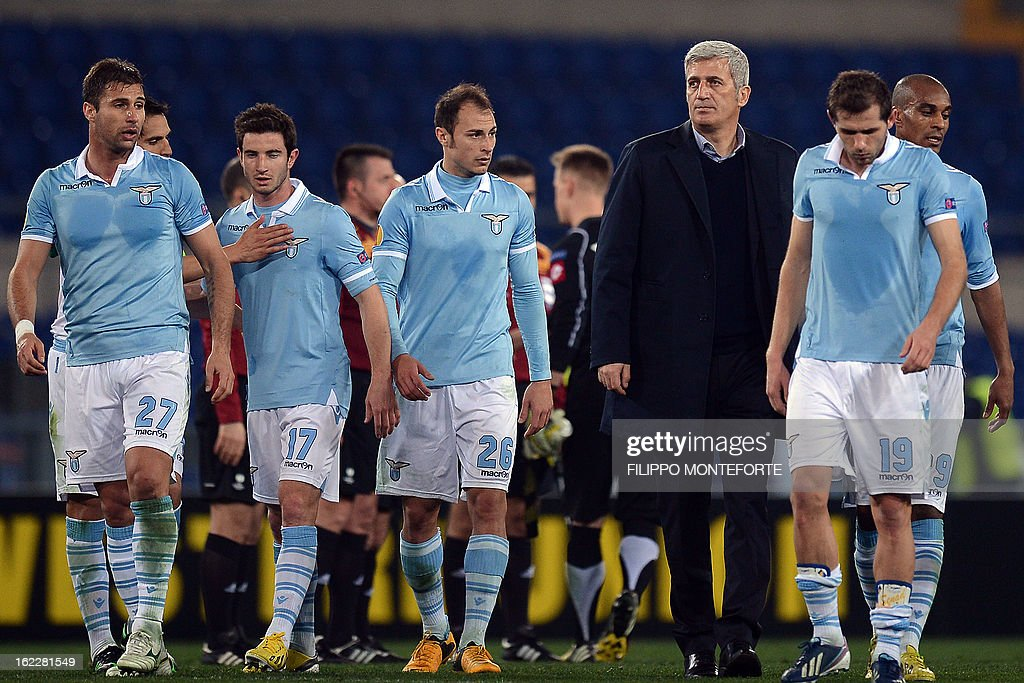 Lazio's Bosnian coach Vladimir Petkovic (3rdR) reacts with his players after the team won 2-0 against Borussia Monchengladbach during their UEFA Europa League round of 32 football match in Rome's Olympic Stadium on February 21, 2013.