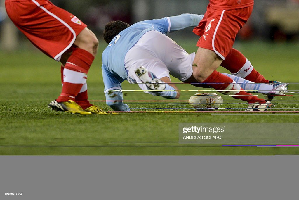 Lazio's Brazilian forward Ederson Honorato Campos (C) falls during the UEFA Europa League football match Lazio versus Stuttgart at Rome's Olympic stadium, on March 14, 2013. AFP PHOTO / ANDREAS SOLARO