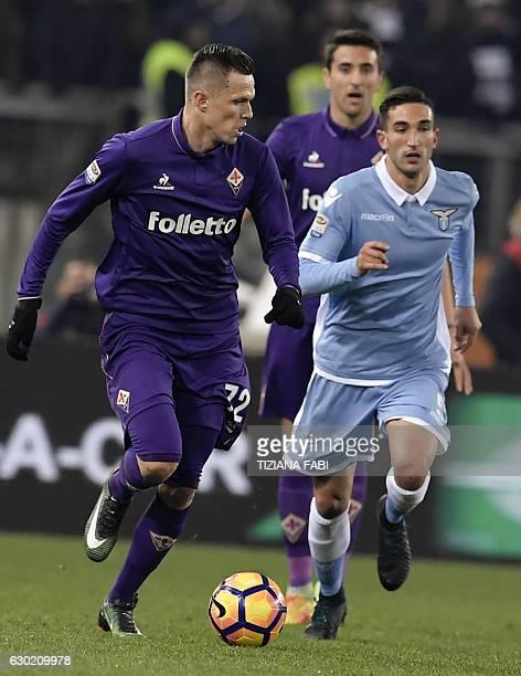 Lazio's Italian midfielder Danilo Cataldi vies for the ball with Fiorentina's Slovenian midfielder Josip Ilicic during the Serie A football match...