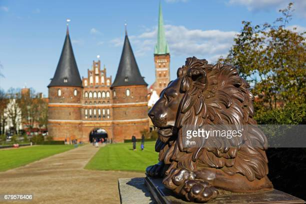 Lübeck, Holstentor with a lion-statue of the 'Lübeck Lions' (Schleswig-Holstein, Germany)
