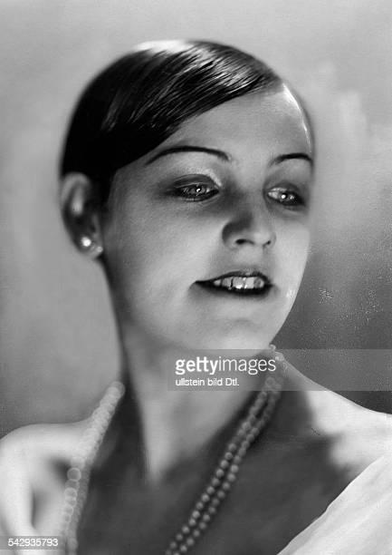 Lächelndes deutsches Girl mit Perlenkette 1926veröffentlicht Berliner Morgenpost Foto Atelier Badekow