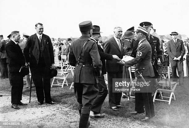 Le bourgmestregouverneur de Berlin Heinrich Sahm le vicechancelier du Reich Franz von Papen et le ministre des sports du Reich Hans von Tschammer und...