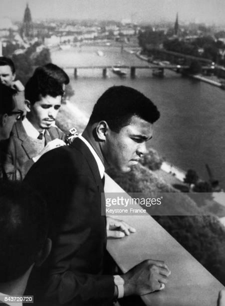Le boxeur américain Mohamed Ali lors d'une conférence de presse sur le toit de l'hôtel Intercontinental à Francfort Allemagne le 6 septembre 1966