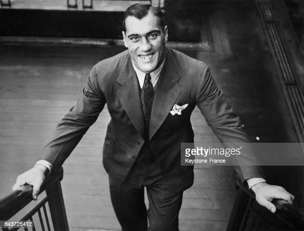 Le boxeur italien Primo Carnera en bas d'un escalier à bord du bateau 'SS Rex' qui le ramène à New York le 21 septembre 1935 en mer
