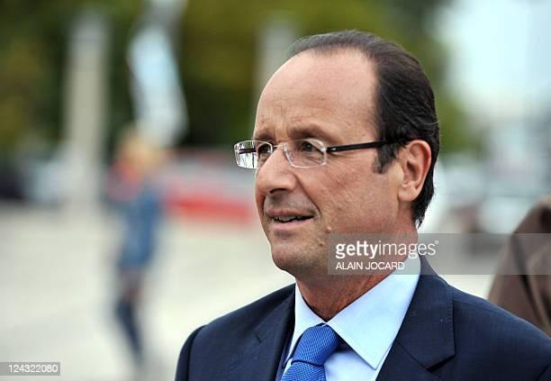 Le candidat à la primaire PS François Hollande est photographié lors d'un déplacement sur le thème de l'éducation à l'occasion de la rentrée scolaire...