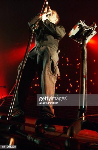 le chanteur du groupe Anglais Massive Attack Robert del Naja se produit en concert le 22 avril 2003 à Bourges lors du concert d'ouverture de la 27e...