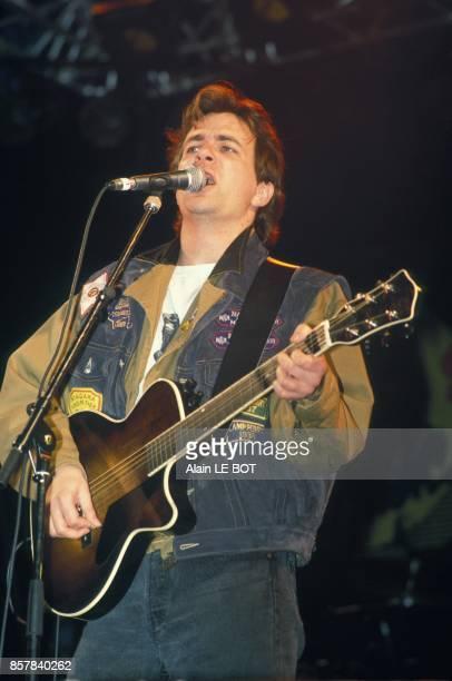 Le chanteur quebecois Luc de Larochelliere en concert a Nantes le 7 mai 1992 a Nanates France