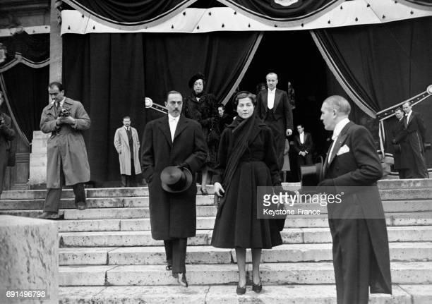 Le comte et la comtesse de Paris aux funérailles d'Amélie d'Orléans à Paris France le 1 novembre 1955