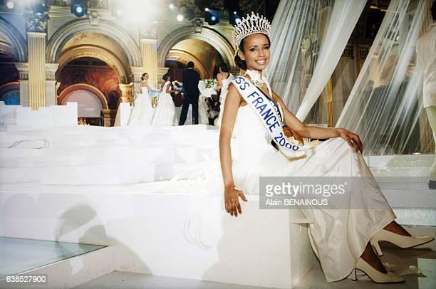 Le concours de Miss France 2000 couronne Sonia Rolland le 11 décembre 1999 à Paris France
