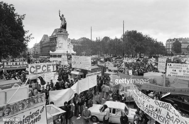 Le cortège se rassemble Place de la République avant de défiler place de l'Opéra le 23 octobre 1976 à Paris à l'occasion de la journée nationale pour...