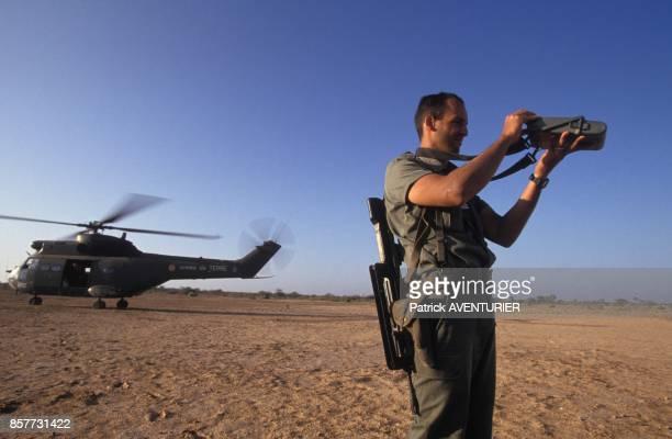 Le COS Commandement des operations speciales en reperage par systeme satellite GPS lors de l'operation 'Restore Hope' en decembre 1992 en Somalie