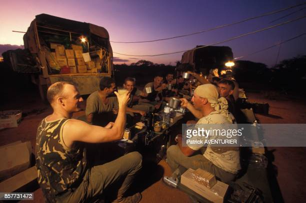 Le COS Commandement des operations speciales fete Noel avec les commandos du CRAP lors de l'operation 'Restore Hope' en Somalie en decembre 1992 en...