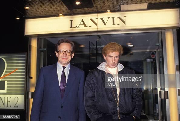 Le couturier Claude Montana à droite devient directeur artistique de la maison de couture Lanvin en octobre 1989 à Paris France