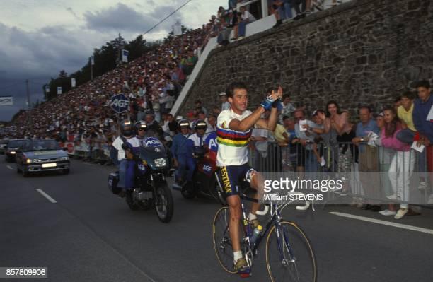 Le cycliste Luc Leblanc champion du monde couronne en Sicile 48 heures auparavant lors d'une course en Bretagne le 30 aout 1994 en France
