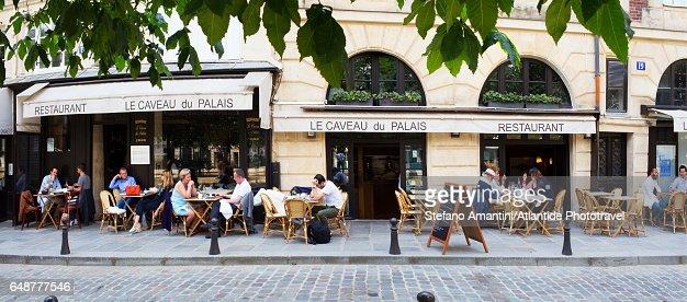 Île de la Cité, a café : Stock Photo