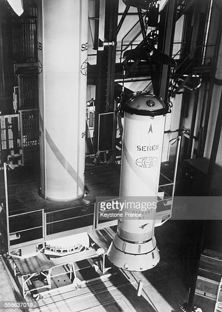 Le deuxième étage de la fusée 'Diamant' avant le lancement dans l'espace du premier satellite français le 5 novembre 1965 en France