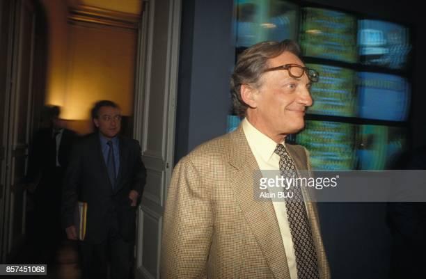Le directeur du Quotidien de Paris Philippe Tesson recu par Alain Carignon ministre de la Communication le 3 mai 1993 a Paris France