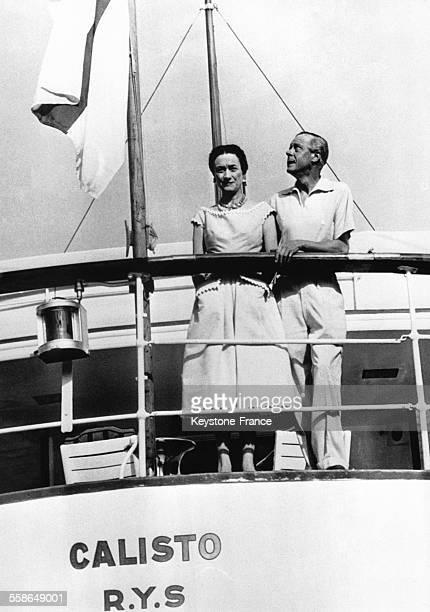 Le duc de Windsor ex roi Edward VIII et la duchesse de Windsor Wallis Simpson sur un bateau en aout 1936 pres des cotes de Damaltie en Croatie