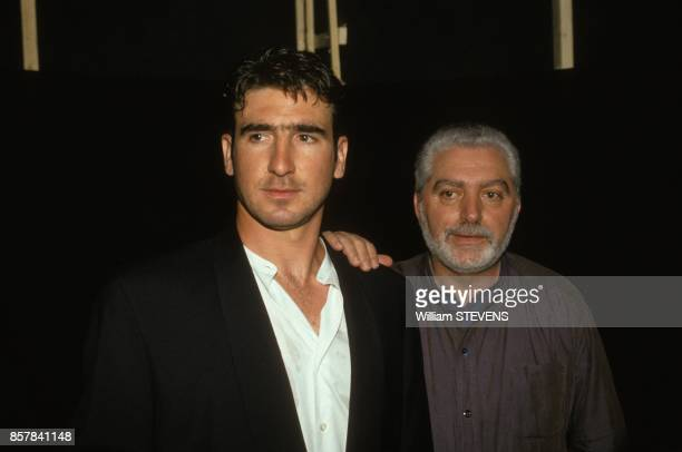 Le footballeur Eric Cantona defile pour Paco Rabanne le 4 juillet 1993 a Paris France