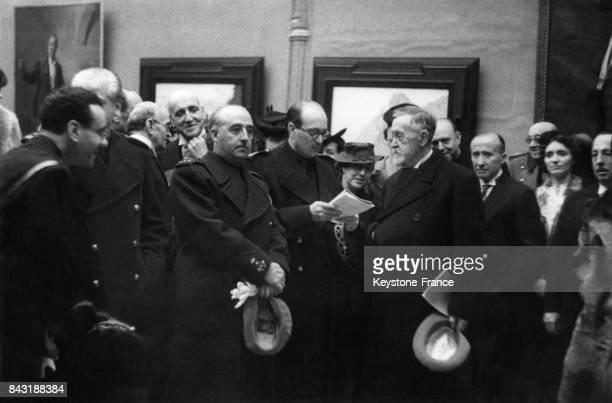 Le Général Franco assiste à l'inauguration de l'Exposition de Otonocon circa 1950 à Madrid Espagne