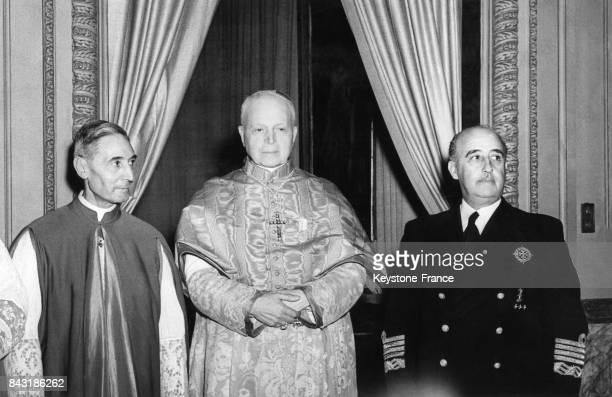 Le Général Franco reçoit le Cardinal Tedeschini au palais de Pedralbes le 29 mai 1952 à Barcelone Espagne