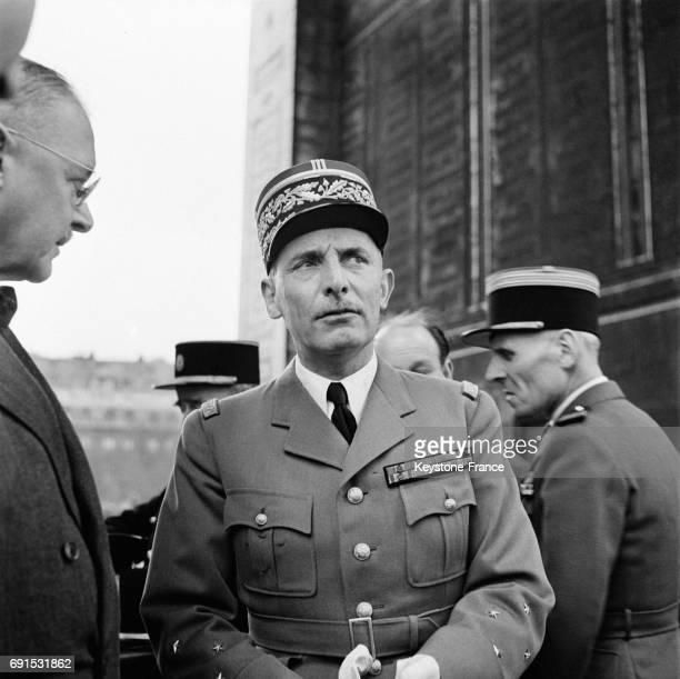 Le Général Zeller nouveau Gouverneur militaire de Paris photographié à l'issue de la cérémonie de dépôt de gerbe de fleurs sur la tombe du soldat...
