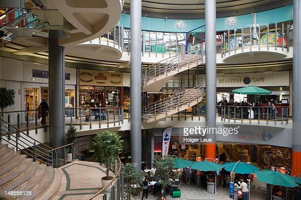 Le Grands Hommes shopping centre.