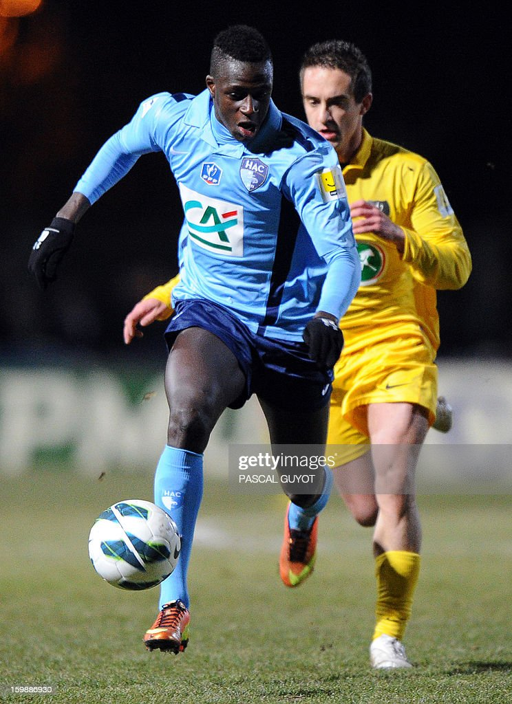 Le Havre's Benjamin Mendy (L) vies with Mende's Nicolas Brunel (R) during the French Cup football match Mende vs Le Havre at the Jean-Jacques Delmas stadium on January 22, 2013, in Mende. AFP PHOTO / PASCAL GUYOT