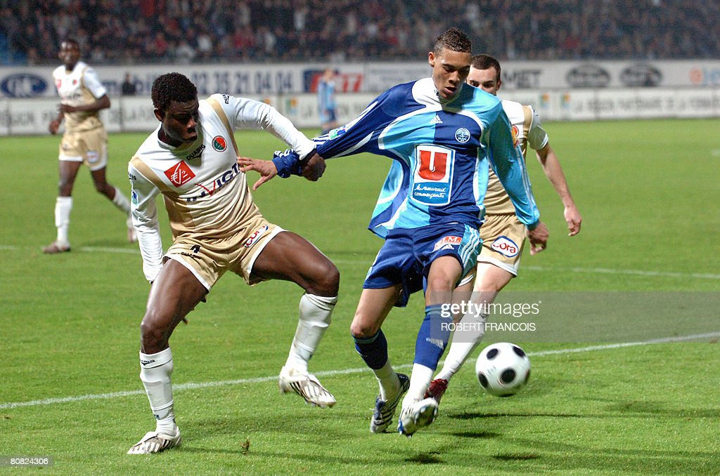 Le Havre's forward Guillaume Hoarau vies with Sedan's defender Marcus Mokake Mwambo during their French L2 football match Le Havre vs Sedan on April...