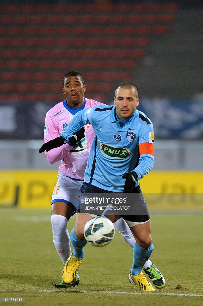 Le Havre's French forward Yohann Riviere (R) vies with Evian's Ghanaian midfielder Mohammed Rabiu during a French Cup football match Evian (ETGFC) vs Le Havre (HAC) on February 26, 2013 at the Parc des Sports city stadium in Annecy, eastern France.