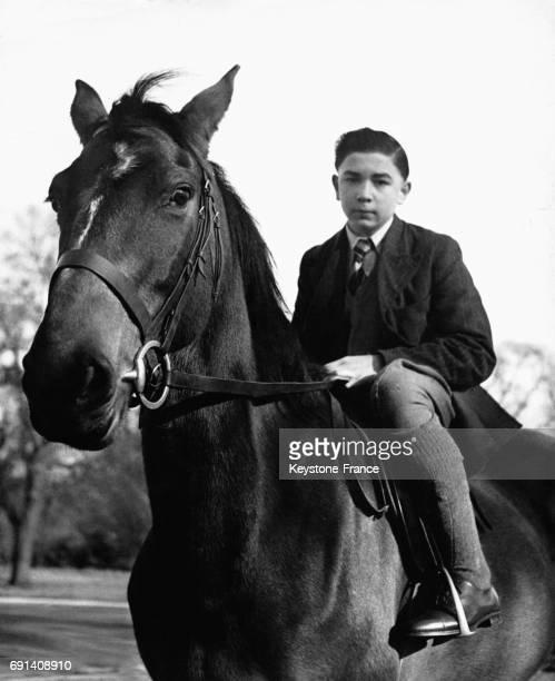 Le jeune cavalier Albert Foy à cheval en 1955 au RoyaumeUni