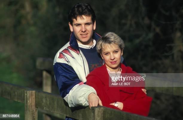 Le joueur du FC Nantes Nicolas Ouedec et son amie Sandrine en fevrier 1993 a Nantes France