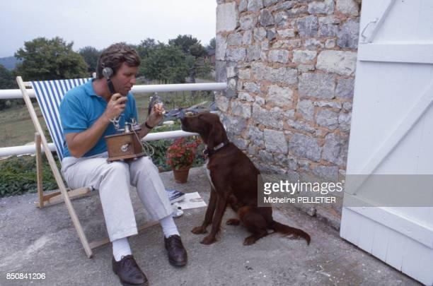 Le journaliste Bruno Masure en vacances en aout 1987 France